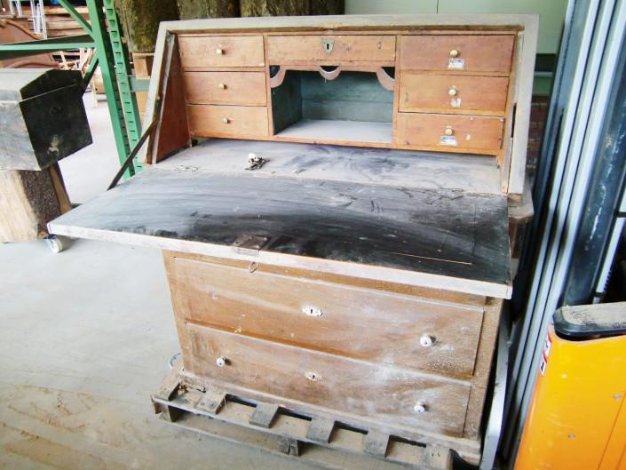 restaurierung giger natur design. Black Bedroom Furniture Sets. Home Design Ideas
