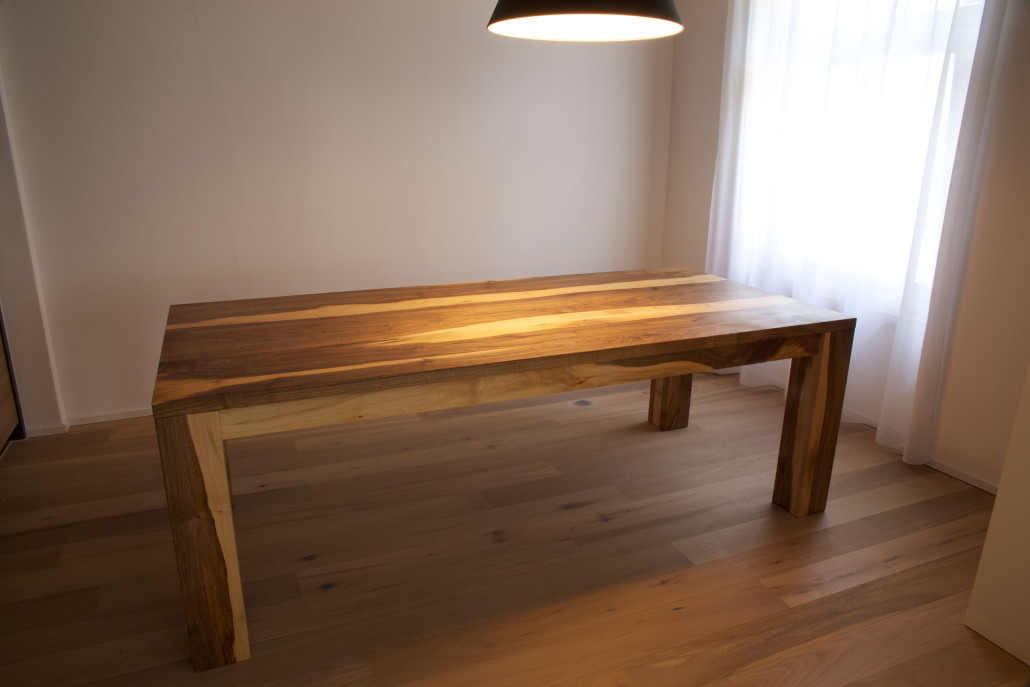Nussholz und walnussholz giger natur design for Design tisch nussbaum